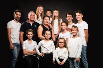Séance photo en famille, studio Nicolas Ravinaud photographe, à Périgueux, Dordogne